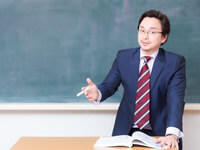 将来、理科の教師(中学校教諭・高校教諭)になりたいのですが、教育学部に行かないとだめでしょうか?