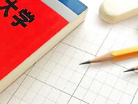 高3になり、過去問と未消化の参考書、どちらに重きをおいて勉強すべきでしょうか?