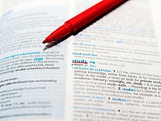 英語の成績が上がらず困っています。特に、英語の長文が苦手です。
